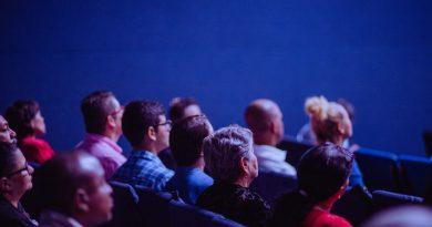Personnes assises à un congrès